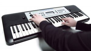 best electronic keyboard for beginners in use